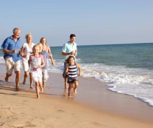 Gdzie jechać na wakacje w maju 2021? Rodzinna majówka nad morzem.
